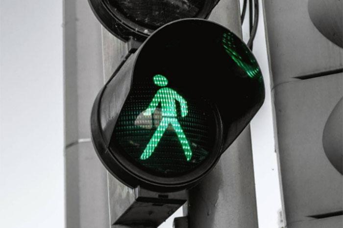 peatones cruce de avenidas o calles