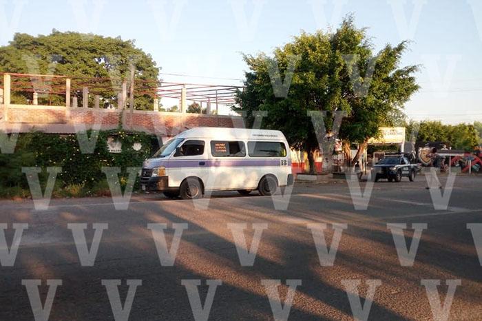 LÁZARO CÁRDENAS Empistolado dispara contra combi del transporte público y hiere a un pasajero (1)