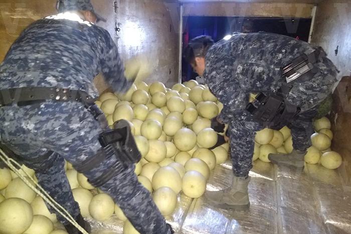 TIQUICHEO Aseguran una tonelada de marihuana oculta entre melones (1)