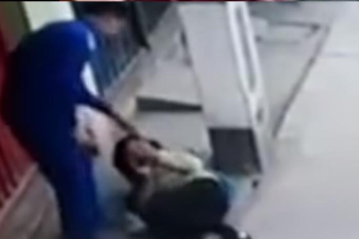 Graban a joven sicario intentando asesinar a mujer para robarle el dinero